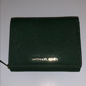 MICHAEL KORS moss Green jet set Bifold wallet
